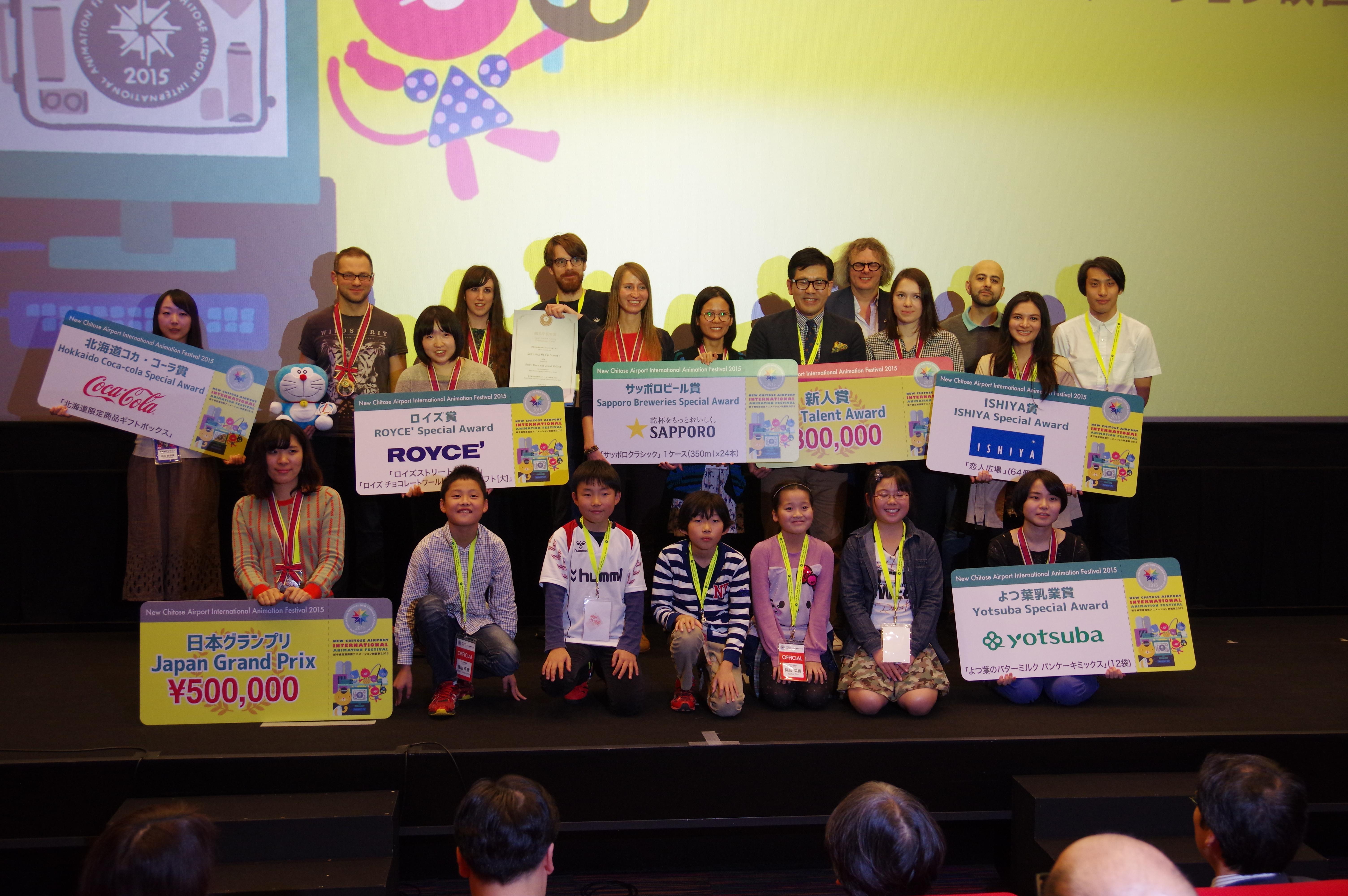 コンペティション受賞者と審査員の記念撮影IMGP5717.JPG